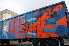 Художники студии Sabotage оформили грузовые вагоны