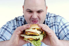 Мозгу человека нравится реклама жирных продуктов и сладостей