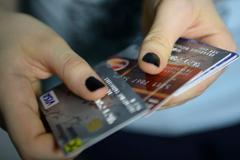 Психологи советуют россиянам временно отказаться от кредиток