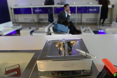 Депутаты хотят разрешить курить в аэропортах и поездах