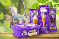 Веселые внучата с мороженым