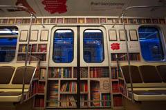 МТС превратил вагоны минского метро в библиотеку