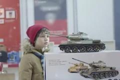 """""""М.Видео"""" создала новогоднюю историю про душевный мужской подарок в виде танка"""