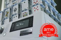 Карточный домик, построенный на работающей стиральной машине, принес LG престижную отраслевую награду