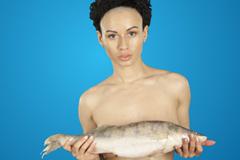 Преподаватели Puzzle English снялись голыми в поддержку рыбного флешмоба Голливудских суперзвезд
