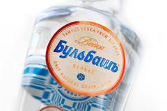 ARMBRAND одели водку Бульбашъ в белорусский лён