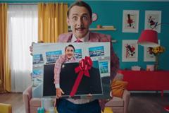 """Режиссер """"Нашей Раши"""" снял юмористический рекламный ролик ко дню рождения """"Русского лото"""""""