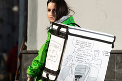 Художник Дюран нарисовал комикс про секрет доставщиков еды - и разместил его на рюкзаках Delivery Club