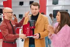 """В новой рекламе """"М.Видео"""" Дмитрий Хрусталёв рассказал, как получить товар сейчас, а заплатить в следующем году"""