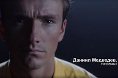 Тинькофф запустил новую рекламную кампанию Tinkoff Black с Даниилом Медведевым