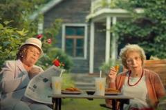 Бабушки пробуют стрипсы - в новой кампании Макдоналдс и Leo Burnett Moscow