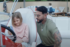 Тимати вместе с дочерью снялся в новой рекламе МТС